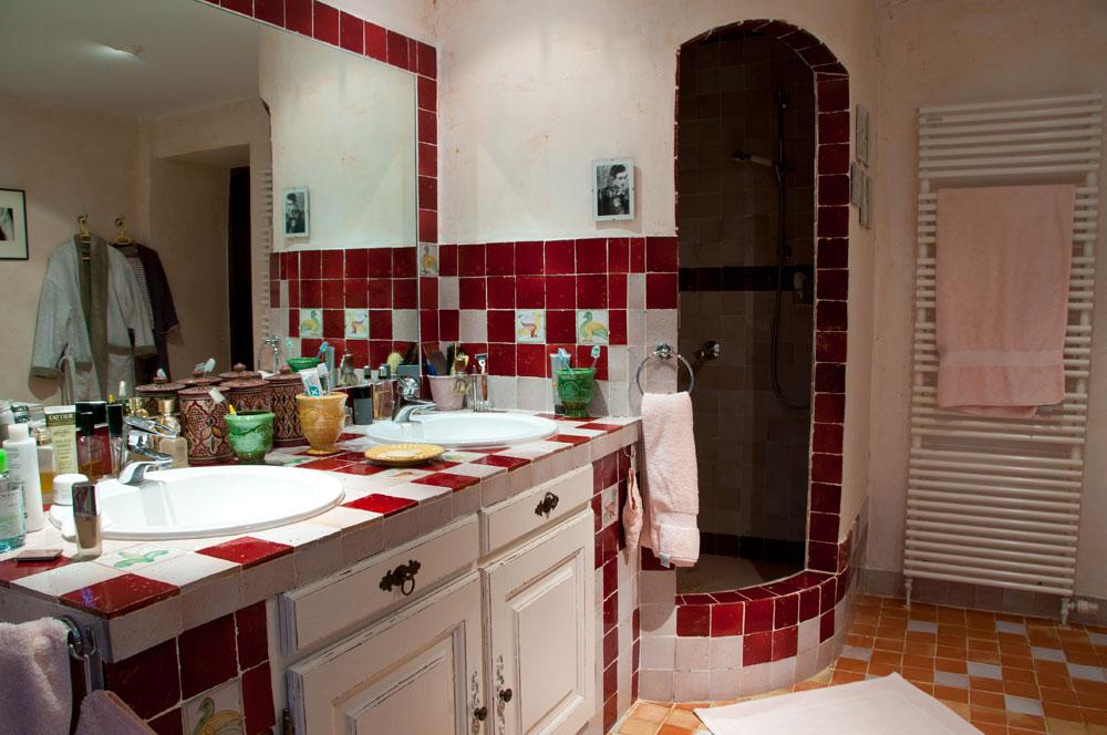 Salle de bain avec dressing solutions pour cr er une for Salle de bain dans chambre a coucher